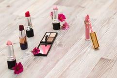 perfekt hud Göra perfekt hud Kosmetisk pulverborste arkivfoton