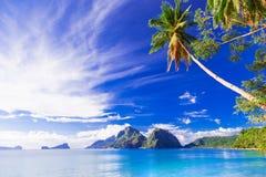 Perfekt tropiskt strandlandskap - öar av Filippinerna, Palawan Arkivbilder