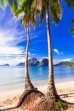 Perfekt tropiskt strandlandskap - öar av Filippinerna, Palawan Royaltyfria Bilder