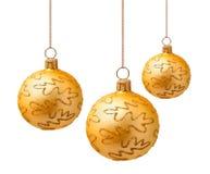 Perfekta guld- julbollar som isoleras på vit Arkivbilder