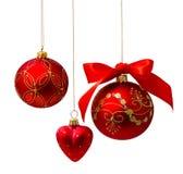 Perfekta guld- julbollar som isoleras på vit Royaltyfri Bild