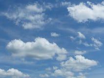 Perfekte Wolken in Sunny Sky Stockfoto