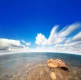 Perfekter Himmel und Wasser von Ozean Lizenzfreie Stockfotografie