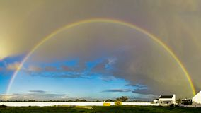 Perfekter Regenbogen in Südafrika Lizenzfreie Stockfotografie