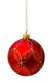 Perfekter roter Weihnachtsball lokalisiert auf Weiß Lizenzfreie Stockfotografie