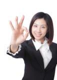 Perfezioni - la donna di affari che mostra BENE Immagini Stock Libere da Diritti
