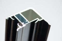Perfil de aluminio anodizado Protuberancias de aluminio, perfiles de aluminio sacados, Foto de archivo