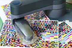 Perfil de la compensación icc, robot del espectrofotómetro imágenes de archivo libres de regalías