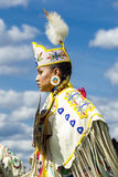 Perfil de la mujer joven en el powwow Imagenes de archivo