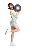 Perfil de la mujer jubilosa exaltada con el disco de vinilo aislado en el fondo blanco Fotografía de archivo