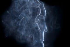 Perfil de um homem do fumo Fotografia de Stock Royalty Free