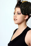 Perfil de una mujer con maquillaje salvaje y pelo Foto de archivo