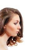 Perfil de una mujer joven hermosa con maquillaje de la tarde Fotografía de archivo