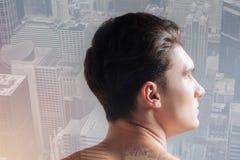 Perfil del adolescente agradable con un corte de pelo elegante Foto de archivo libre de regalías