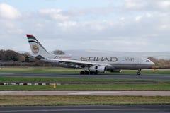 Perfil do lado de Etihad Airways Airbus A330 fotografia de stock royalty free