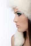 Perfil fêmea bonito no inverno Foto de Stock