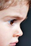 Perfil lateral de un pequeño niño imagen de archivo libre de regalías