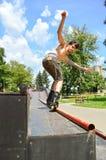 Perfilado del rodillo en un parque del patín Foto de archivo libre de regalías