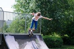 Perfilado joven del rodillo del adolescente Fotografía de archivo libre de regalías