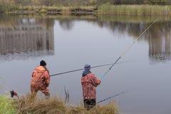 Perfile el retrato de los pescadores que esperan los pescados foto de archivo