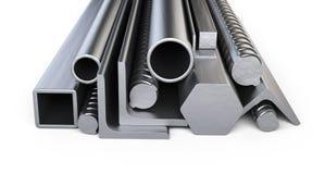 Perfiles de acero y pila de los tubos Warehouse para el mater de la construcción Foto de archivo libre de regalías