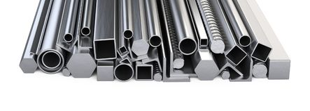 Perfis de Metalick e pilha das tubulações Armazém para a construção miliampère imagem de stock royalty free