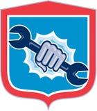 Perforación del escudo de Hand Holding Spanner del mecánico stock de ilustración