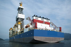 Perforación petrolífera en el mar foto de archivo