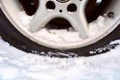 Perforado ruede adentro el invierno neumático sin aire fotografía de archivo