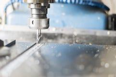 Perforadora, funcionamiento del centro de mecanización Fotografía de archivo