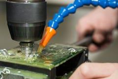 Perforando con il liquido refrigerante immagine stock libera da diritti