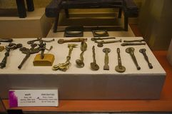 Perforaters viejos hechos por el latón y el cobre, museo de Kelkar, Pune, maharashtra, la India foto de archivo