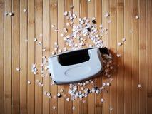 Perforateur de trou avec les confettis de papier Photo libre de droits