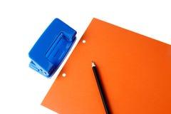 Perforateur de trou et papier blanc Image stock