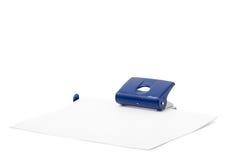 Perforateur de trou sur un fond blanc Photographie stock