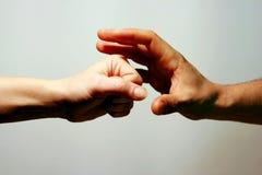 Perforateur et loquet. Mains Image libre de droits