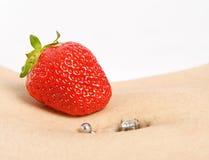 Perforation de fraise photographie stock libre de droits