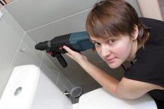 perforator εκμετάλλευσης γυναί& στοκ εικόνα με δικαίωμα ελεύθερης χρήσης