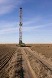 Perforazione di Fracking in un campo di Colorado Fotografia Stock Libera da Diritti