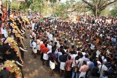Performannce di percussione nel festival di Pooram Fotografia Stock