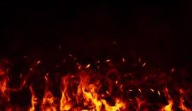 Perftect ogienia cząsteczek embers na tle Dymna mgła mglista z pożarniczymi tekstur narzutami zdjęcia stock