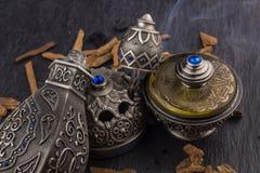 Perfume árabe artístico oriental de plata de Oud fotografía de archivo