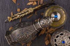 Perfume árabe artístico oriental de plata de Oud foto de archivo libre de regalías
