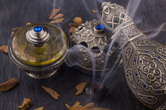 Perfume árabe artístico oriental de plata de Oud fotos de archivo libres de regalías