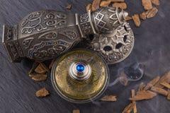 Perfume árabe artístico oriental de plata de Oud imagen de archivo