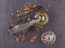 Perfume árabe artístico oriental de plata de Oud fotos de archivo