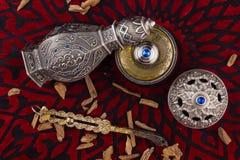 Perfume árabe artístico oriental de plata de Oud imágenes de archivo libres de regalías