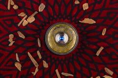 Perfume árabe artístico oriental de plata de Oud fotografía de archivo libre de regalías