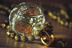 Perfume con los accesorios Fotografía de archivo