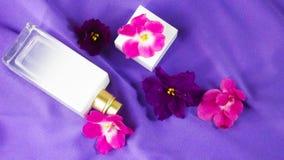Perfume con un olor floral imágenes de archivo libres de regalías
